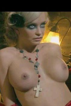 Минди Робинсон засветила грудь в фильме «Наемный убийца», 2013
