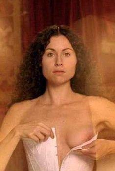 Минни Драйвер засветила сосок в фильме «Гувернантка», 1998