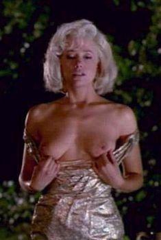 Мира Сорвино засветила грудь в фильме «Норма Джин и Мэрилин», 1996