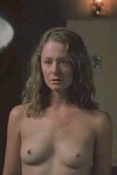 Миранда Отто засветила грудь в фильме «В пустыне», 2000