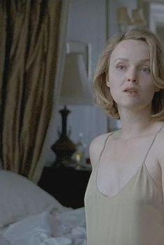 Миранда Ричардсон засветила голую грудь в фильме «Ущерб», 1992