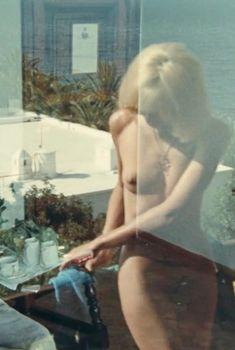 Полностью голая Мирей Дарк снялась в фильме «Чемодан», 1973