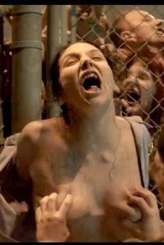 Мисси Мартинес засветила грудь в фильме «Скауты против зомби», 2015