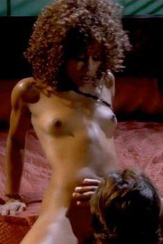 Аппетитная Мисти Стоун снялась голой в сериале «Тайны и секреты личной жизни студентов», 2007