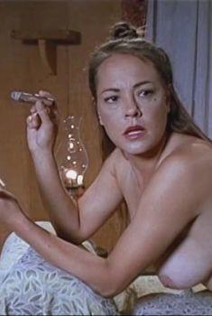 Абсолютно голая Мишель Бауэр в эротическом фильме Timegate Tales of the Saddle Tramps, 1999