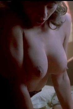 Мишель Бауэр засветила грудь в фильме «Повелитель кукол 3. Месть Тулона», 1990