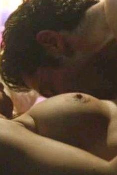 Мишель Борт засветила грудь в фильме «Зловещее предупреждение», 2003
