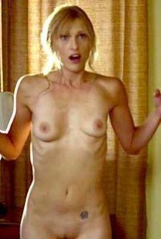 Полностью голая Молини Грин в фильме «Мальчишник: Первый опыт», 2010