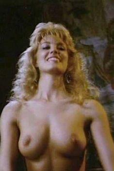 Моник Габриэль засветила голую грудь в фильме «Ловчий смерти 2. Битва титанов», 1987