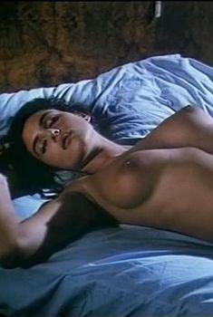 Голая Моника Беллуччи в фильме «Взрослая любовь», 1990