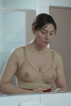 Моника Беллуччи засветила соски в фильме «Виль-Мари», 2015