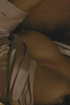 Голая грудь Моники Беллуччи в фильме «Не оглядывайся», 2009