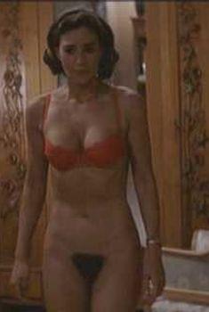 Абсолютно голая Моника Беллуччи в фильме «Праздника не будет», 1998