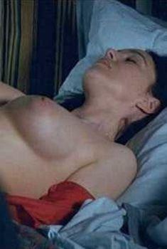 Голая Моника Беллуччи в фильме «Сколько ты стоишь», 2005