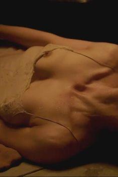 Мэгги Джилленхол оголилась в сериале «Благородная женщина», 2014