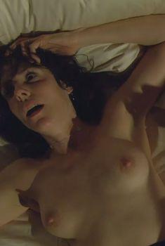 Страстная Мэри-Луиз Паркер оголила грудь и попу в сериале «Дурман», 2005