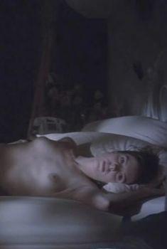 Сексуальная Мэри-Луиз Паркер показала голую грудь в фильме «Большой каньон», 1991