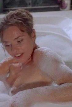 Сексуальная Мэриам д'Або засветила голую грудь в фильме «Американские любовники», 1997
