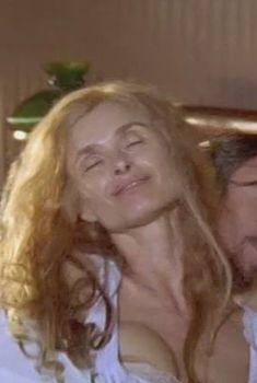 Глубокое декольте Мэриам д'Або в сериале «Доктор Живаго», 2002