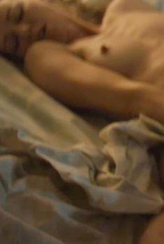Голая Наоми Уоттс в фильме «Луч света младший», 2013