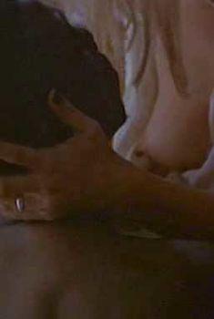 Голая грудь Настасьи Кински в фильме «Свидание на одну ночь», 1997