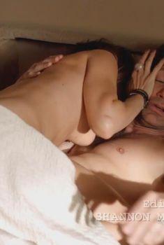 Натали Зи засветила грудь в сериале «Блудливая Калифорния», 2007