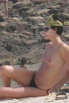 Шарлиз Терон топлесс на пляже в Бразилии, Январь 2005