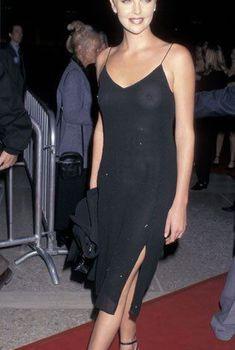 Засвет Шарлиз Терон на премьере фильма «Безумный город», 27.10.1997