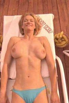 Голая грудь Наталии Соколовой в фильме «Морское приключение», 2002