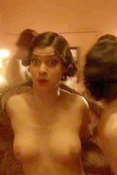 Наталия Тена снялась голой в фильме «Миссис Хендерсон представляет», 2005