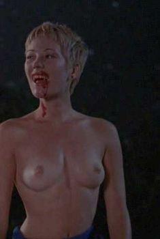 Голая грудь Наташи Грегсон Вагнер в фильме «Нежить», 1998