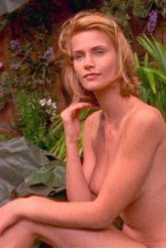 Голая Наташа Хенстридж в сериале «За гранью возможного», 1995