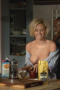 Красивая голая грудь Никки Уилан в сериале «Обитель лжи», 2012