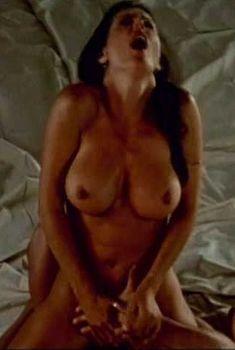 Никки Фриц разделась в фильме Hotel Exotica, 1998