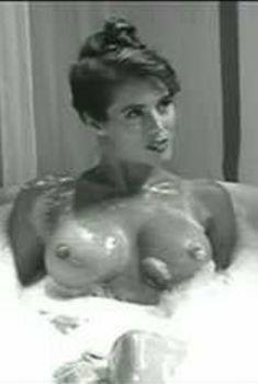 Обнаженная Никки Фриц в фильме Intimate Sessions, 1998