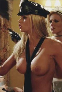 Голая Никки Шилер Зиринг в фильме «Американский пирог 3. Свадьба», 2003