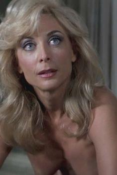 Нина Хартли оголила грудь в фильме «Ночи в стиле буги», 1997