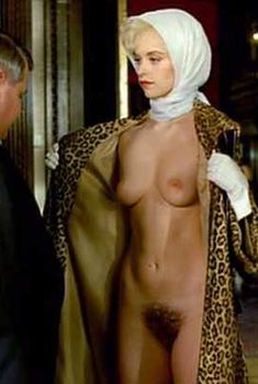 Полностью голая Нина Хосс в фильме «Любовники Розмари», 1996