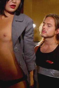 Красивая Ноэль Дюбуа снялась обнажённой в фильме «Ночное видение», 2011