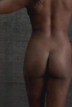 Полностью голая Нэтари Наутон в сериале «Власть в ночном городе», 2014
