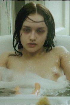 Голая Оливия Кук в фильме «Эксперимент. Зло», 2014