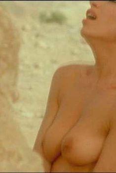 Голая грудь Ор Атика в фильме «В конце света - налево», 2004