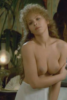 Голая Орнелла Мути в фильме «Любовь Свана», 1984