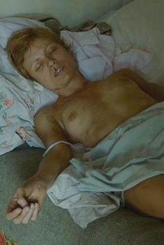 Голая Оршойя Тот в фильме «Дневник памяти», 2004
