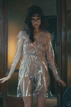 Полностью голая Пас де ла Уэрта в фильме «Предел контроля», 2008