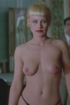 Голая Патриция Аркетт в фильме «Шоссе в никуда», 1996