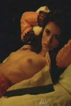 Голая Пенелопа Крус в фильме «Обнаженная маха», 1999