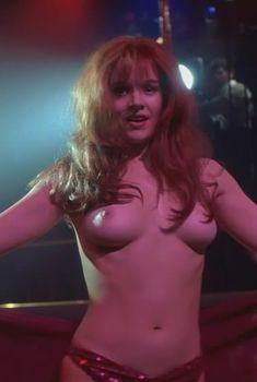 Голая Пенелопа Энн Миллер в фильме «Путь Карлито», 1993