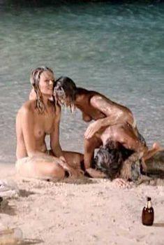 Голая Присцилла Барнс в фильме «Тигровая акула», 1977