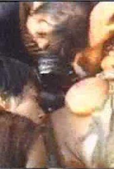 Голая Пэм Гриер в фильме «Женщины в клетках», 1971